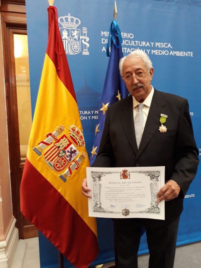 Francisco Lalanne condecorado con la Medalla de Bronce
